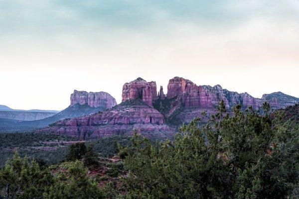 sedona-arizona-cathedral-mountain
