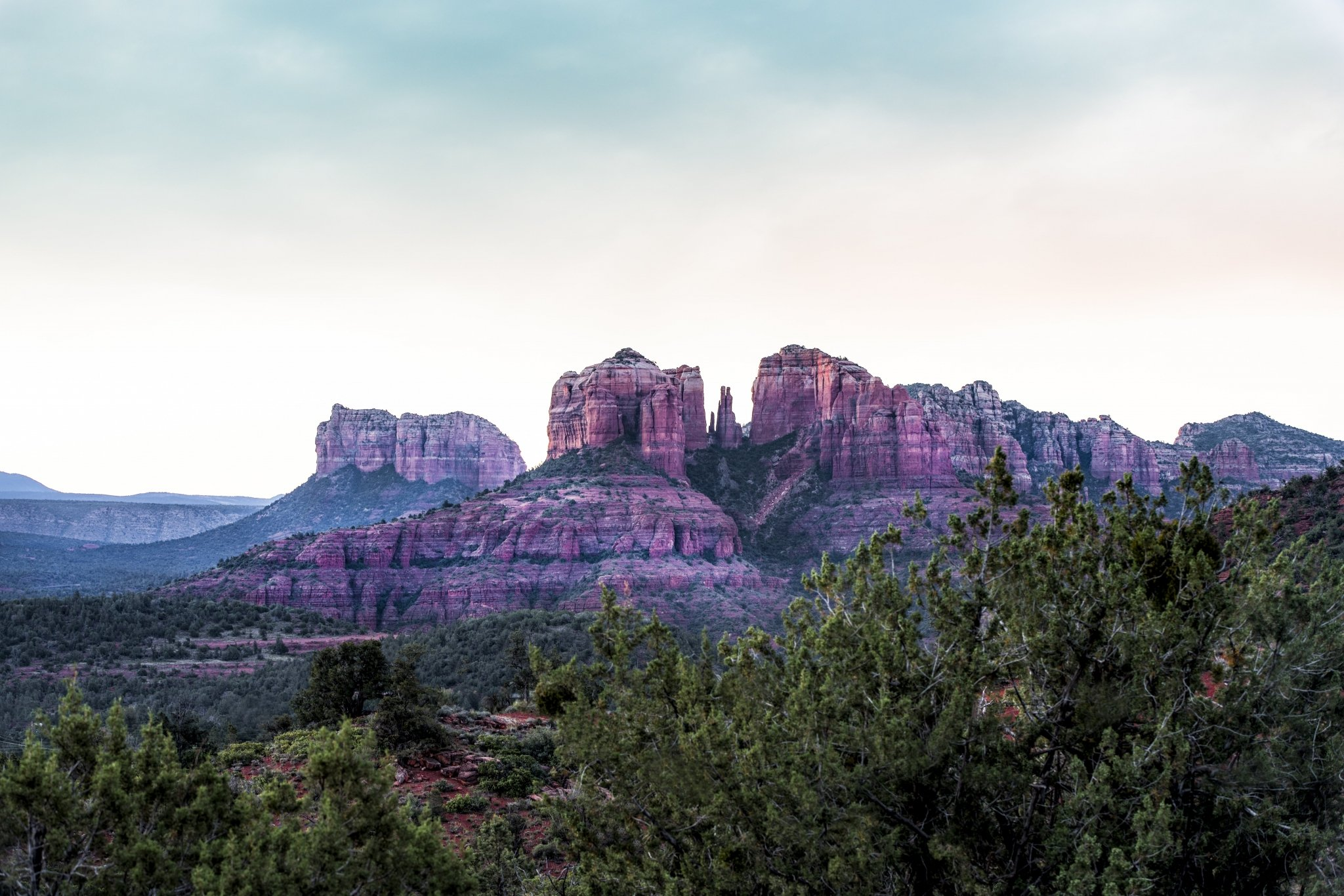 sedona-arizona-cathedral-mountain